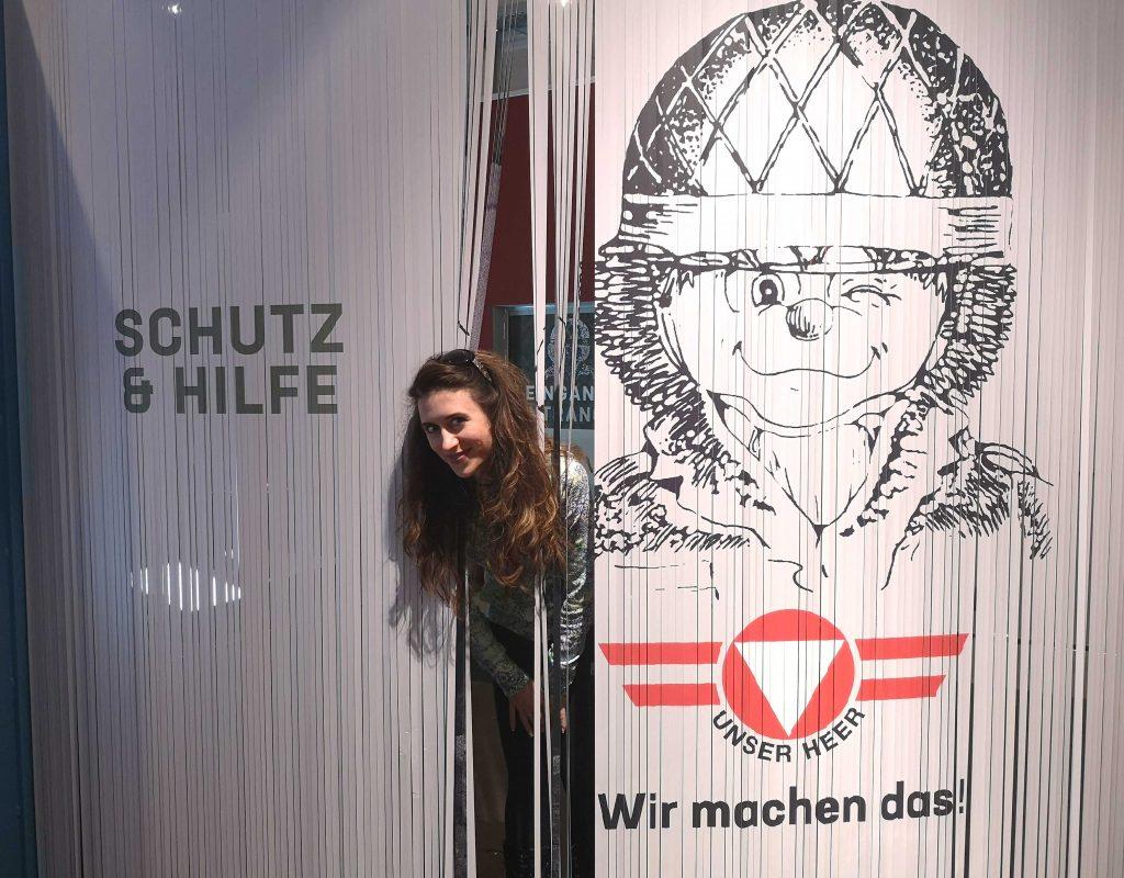 Schutz und Hilfe Ausstellung Eingang