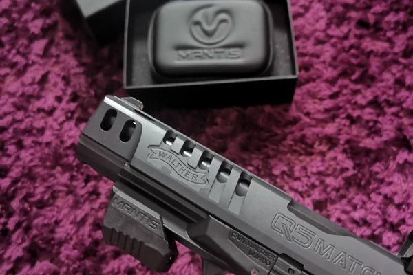 Außerdem MantisX und Waffe